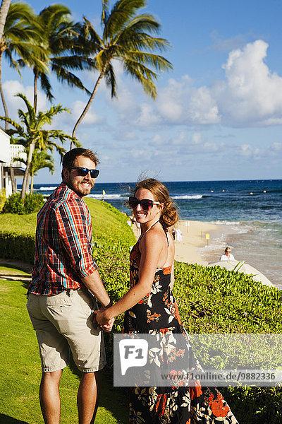 Pose Amerika Strand Rasen Überfluss Verbindung Hawaii Kauai