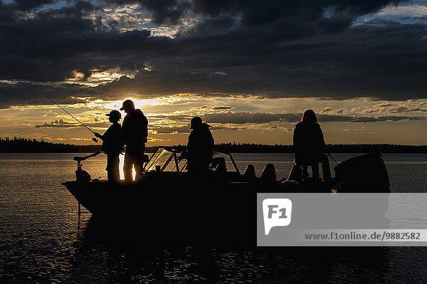 Sonnenuntergang Silhouette See angeln Motorboot
