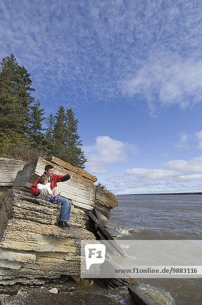 Menschlicher Vater, unterhalb, See, Meer, Insel, jung, Tochter, glatt, Hecla-Grindstone Provincial Park, Kalkstein, Million