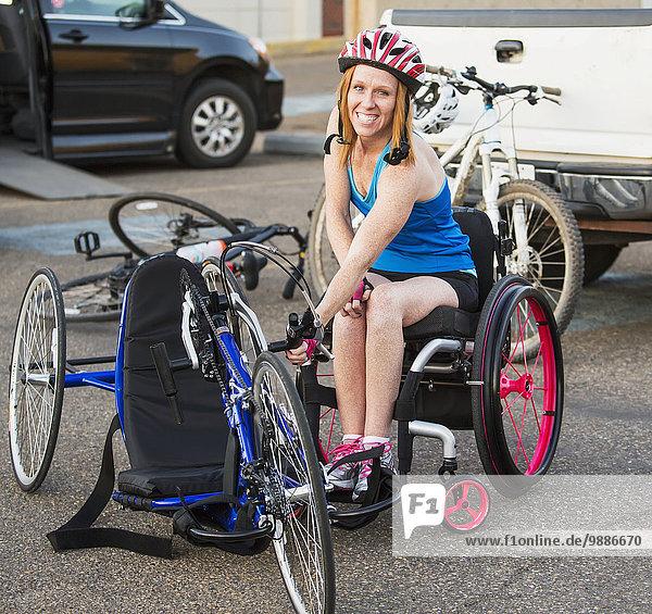 benutzen Frau radfahren Bewegung Verletzung Fahrrad Rad