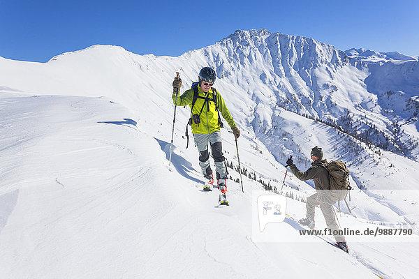 Zwei Männer auf Skitour  Grossarltal  Österreich  Europa