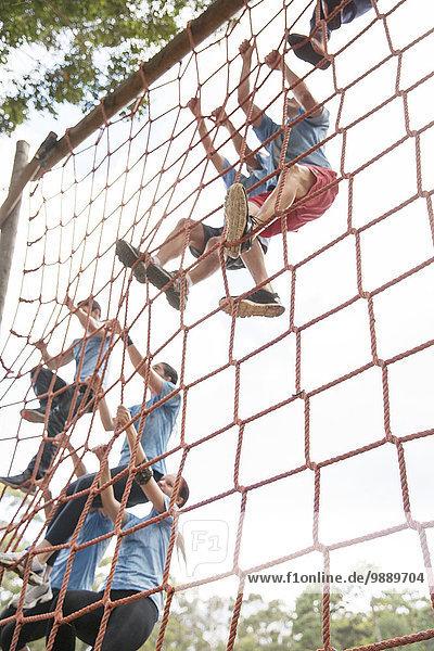 Kletternetze auf dem Boot Camp Hindernisparcours