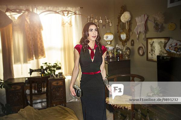 Frau Pose Lifestyle Kleid