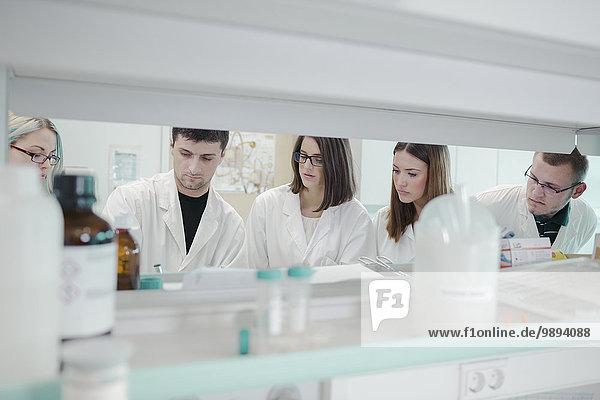 Laborant Wissenschaftler arbeiten