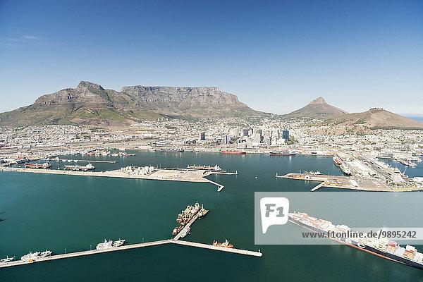 Südafrika  Luftaufnahme von Kapstadt mit Hafen