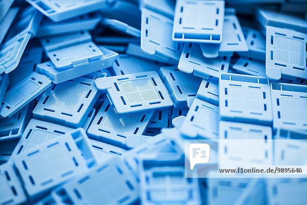 Einbettkassetten für die histologische Untersuchung