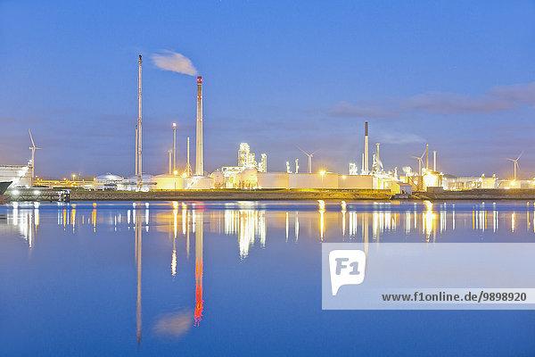 Niederlande  Rotterdam  Industrieanlage im Hafengebiet