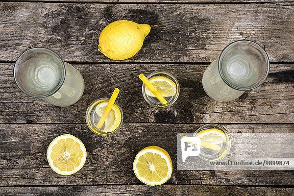 Karaffen und Gläser hausgemachte Limonade