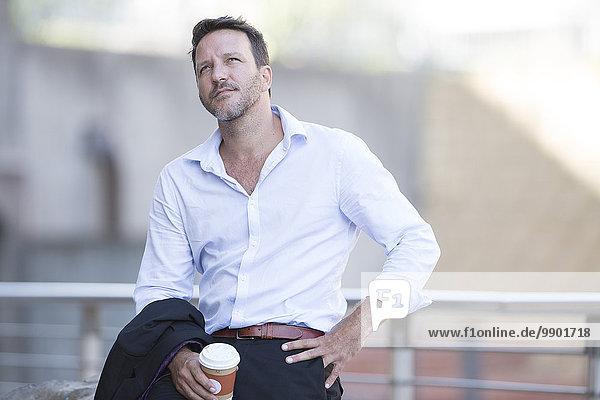 Geschäftsmann bei einer Pause  Kaffee trinken