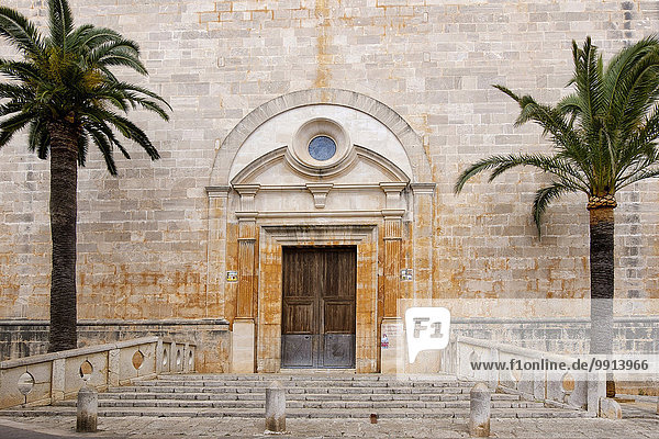 Hauptportal der Kirche Sant Andreu  Santanyi  Mallorca  Balearen  Spanien  Europa Hauptportal der Kirche Sant Andreu, Santanyi, Mallorca, Balearen, Spanien, Europa