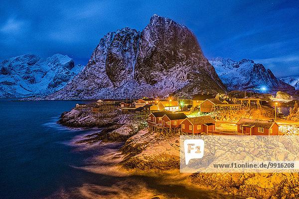 Fischerhütten bei Nacht  Hamnøy  Lofoten  Norwegen  Europa