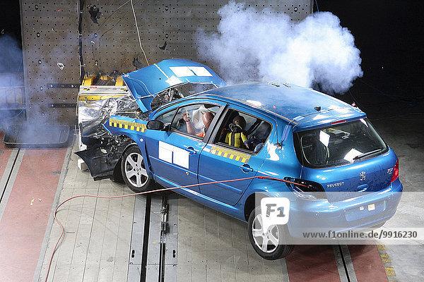 Pkw-Crashtest  Bergisch Gladbach  Bensberg  Nordrhein-Westfalen  Deutschland  Europa