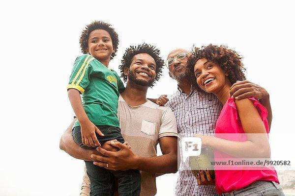 Blick auf die vierköpfige Familie am Strand von Ipanema  Rio De Janeiro  Brasilien