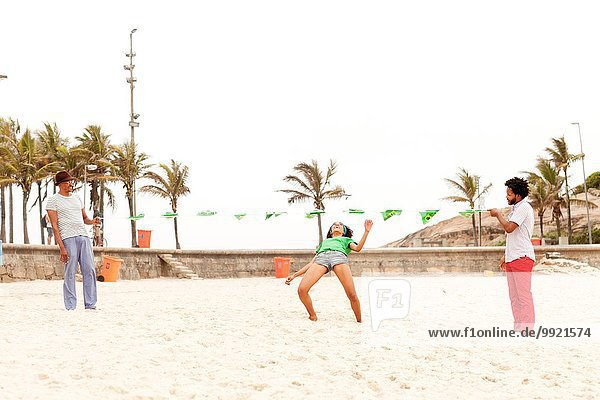Volkstänze am Strand  Rio de Janeiro  Brasilien