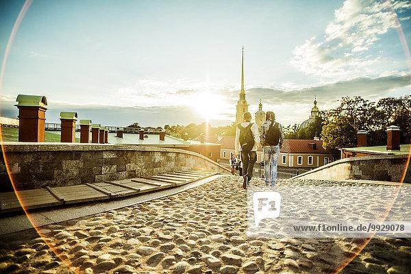 Kopfsteinpflaster Europäer gehen Straße Tourist