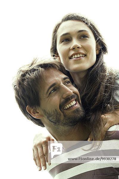 Ein Paar  das mit der Freude der jungen Liebe leuchtet.