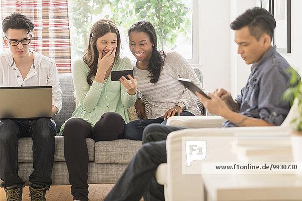 benutzen Freundschaft Technologie Zimmer Wohnzimmer