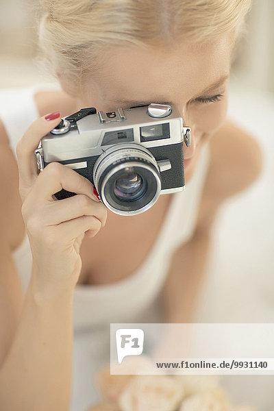 Braut Retro fotografieren Fotoapparat Kamera