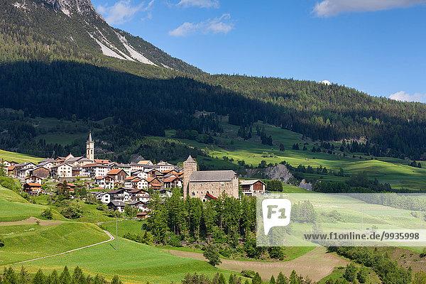 Europa Palast Schloß Schlösser Dorf Kanton Graubünden Schweiz