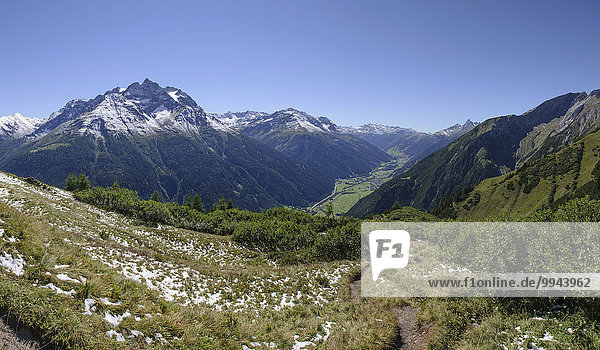 Ausblick in das Stanzertal  links Hoher Riffler  am Weg zur Ansbacher Hütte  Schnann  Tirol  Österreich  Europa
