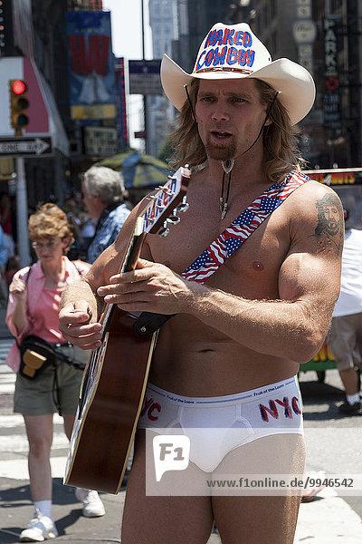 The Naked Cowboy  Robert John Burch  Touristenattraktion  Times Square  Manhatten  New York  USA  Nordamerika
