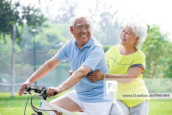 Fröhlichkeit Senior Senioren Fahrrad Rad
