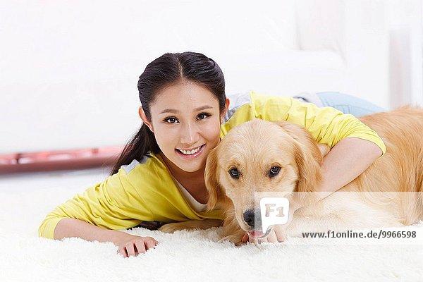 junge Frau junge Frauen Hund