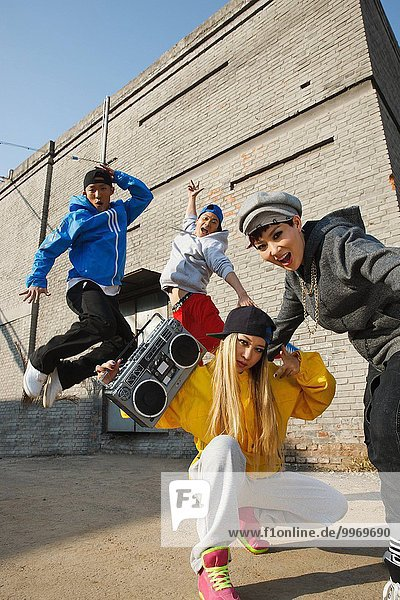 Hip hop Rap Mensch Lifestyle Menschen Straße tanzen Gasse springen jung