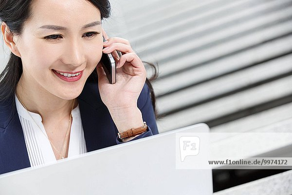 Frau Erfolg Business telefonieren