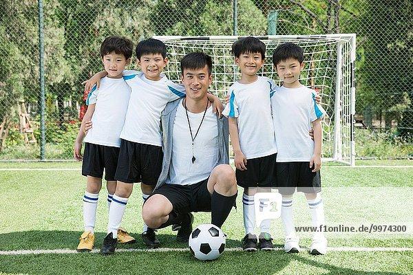 Junge - Person Menschliche Schulter Schultern Feld Football