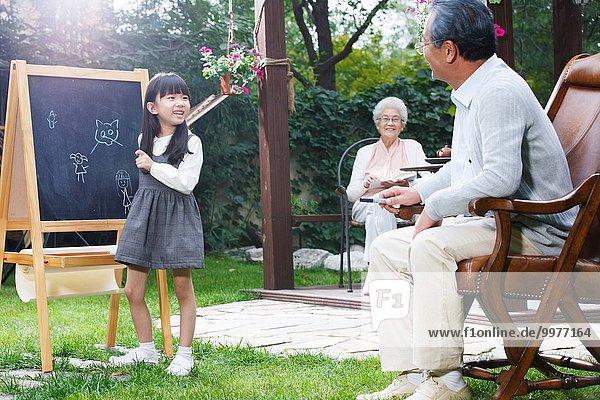 Garten Großeltern Enkelkind