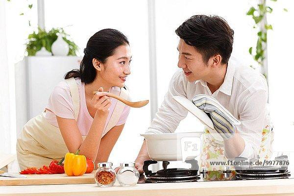 Interior zu Hause Lebensmittel Vorbereitung jung