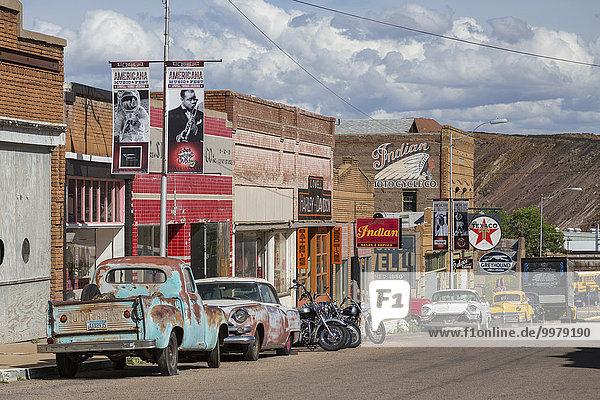 Amerikanische Oldtimer am Straßenrand  Bisbee  Arizona  USA  Nordamerika