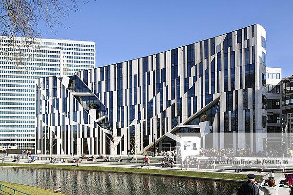 Büro- und Geschäftshaus Kö-Bogen  Architekt Daniel Libeskind  Königsallee  Düsseldorf  Rheinland  Nordrhein-Westfalen  Deutschland  Europa