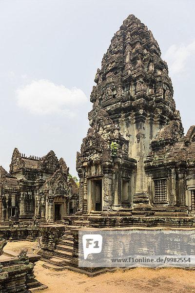 Courtyard with Prasat  Banteay Samre Temple  Angkor  Siem Reap Province  Cambodia  Asia