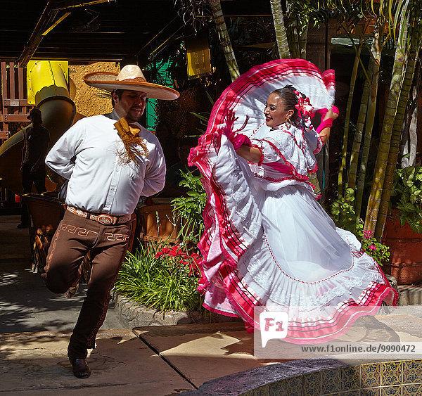 America  Mexico  Jalisco state  Tlaquepaque city  El Patio restaurant  mariachis dancer