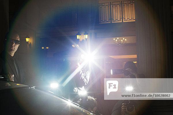 Streulicht von Paparazzi beim Fotografieren auf der Veranstaltung