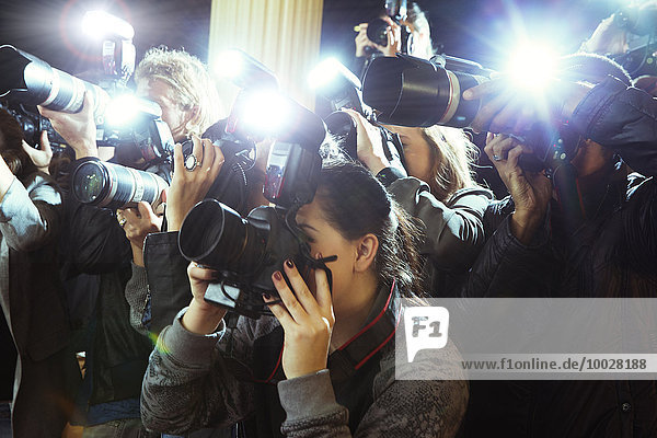Paparazzi-Fotografen fotografieren Veranstaltung