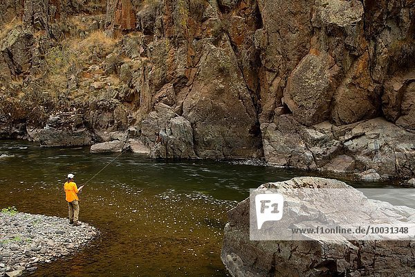 Landschaftlich schön landschaftlich reizvoll folgen Fluss ungestüm vorwärts Zimmer Fliegenfischen Schlucht Entspannung