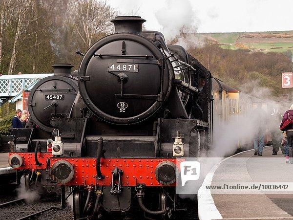 Großbritannien Wasserdampf Retro Zug Moor Lokomotive North Yorkshire Haltestelle Haltepunkt Station
