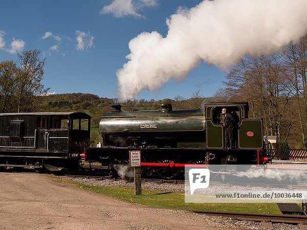 Großbritannien Geländer Wasserdampf Retro Zug Derbyshire Erbe Lokomotive
