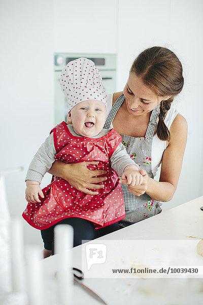 lächeln Küche Tochter Mutter - Mensch Baby