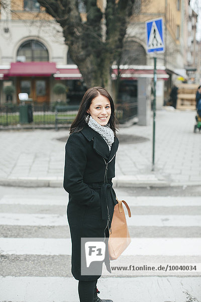 junge Frau junge Frauen Straße