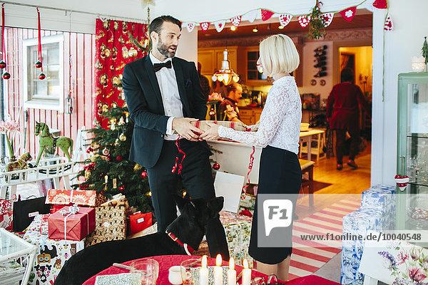 Weihnachten Mann und Frau