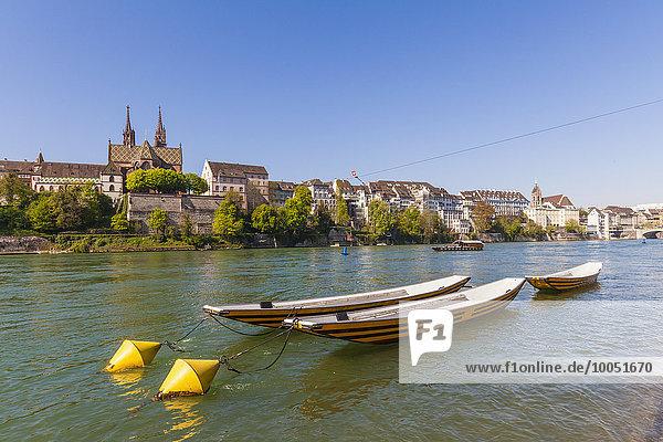 Schweiz  Basel  Stadtansicht vom Rheinufer aus