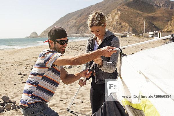 Zeltaufbau am Strand  Malibu  Kalifornien  USA