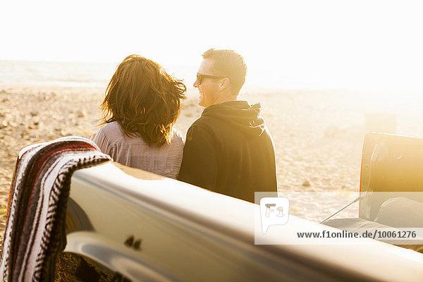 Paar am Strand  Malibu  Kalifornien  USA