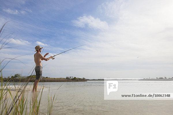 Reife Männer beim Fischen  Fort Walton  Florida  USA