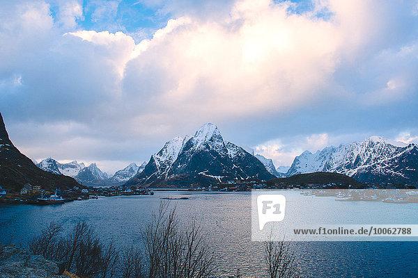 Berglandschaft  Reine  Lofoten  Norwegen