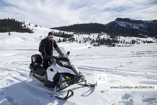 Mann auf Schneemobil  Jackson Hole  Wyoming